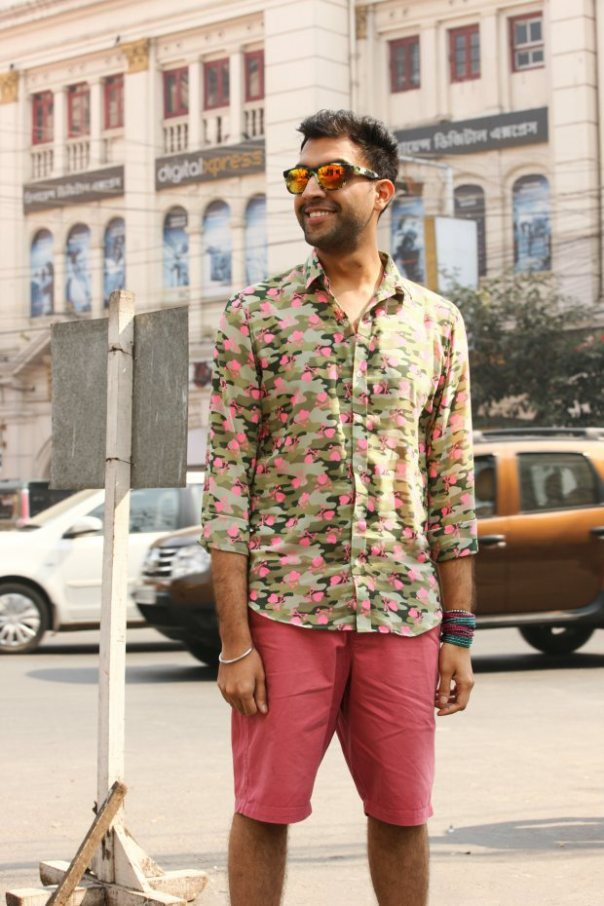 Tejashwar Sandhoo of blueberryblackout.com looking Uber cool in his Reflective Sunnies