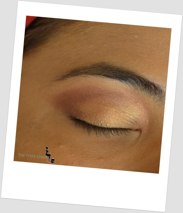With a pen/ smudger brush applied a dark brown eyeshadow on the crease-line & blended it.